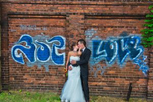 5 Ways to Tell if You Shouldn't (or should) Hire a Wedding Photographer